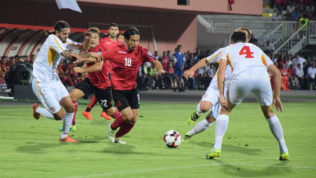 Albanië pakt zege in resterende veertien minuten tegen Macedonië