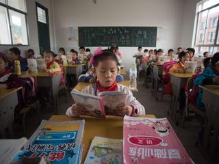 Lokale overheid heeft geen geld voor verharde weg voor kinderen