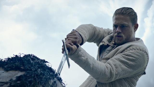 Recensieoverzicht: King Arthur is 'hyper' en 'typisch Guy Ritchie'