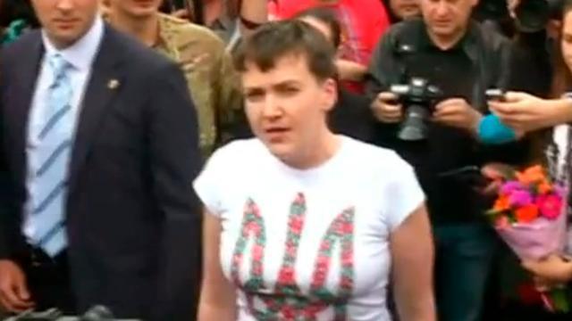 Oekraïense pilote terug in Kiev na gevangenenruil
