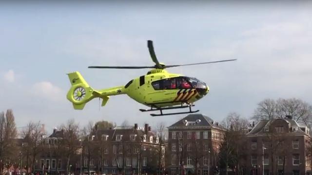 Traumaheli landt op Museumplein voor ongeval Van Baerlestraat