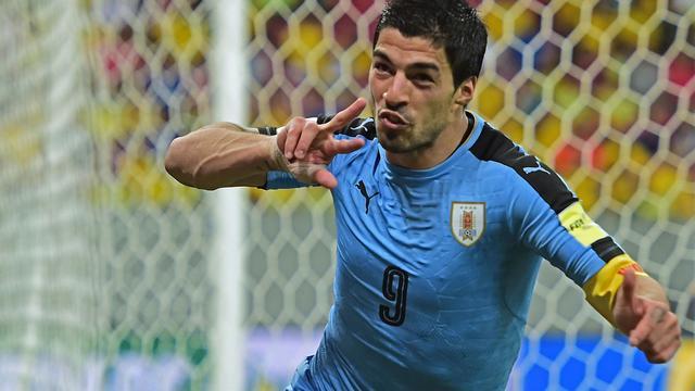 Suarez bezorgt Uruguay punt tegen Brazilië bij rentree na schorsing