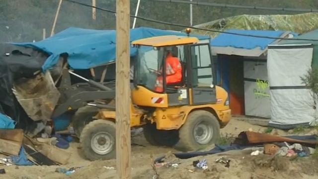 Bulldozers ontruimen 'Jungle van Calais'