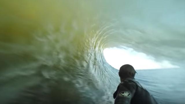 Prosurfer maakt geweldige GoPro-beelden tijdens surfen