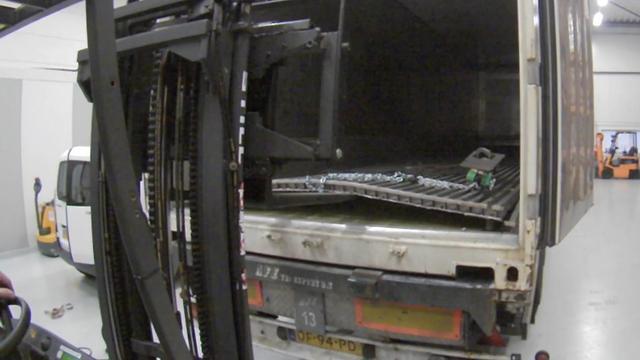 Politie ontdekt dubbele bodem in vrachtwagen