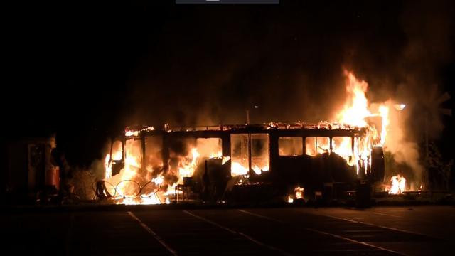 Antieke tram uitgebrand in Amsterdam-Noord