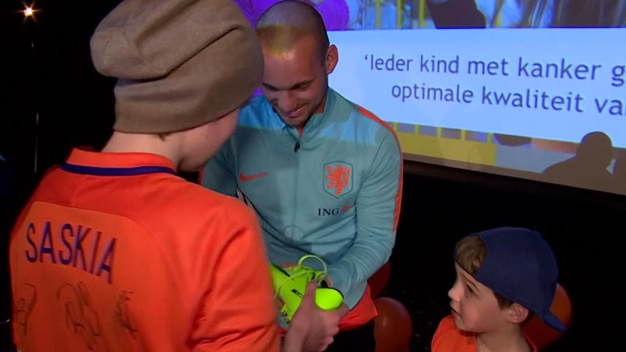 Oranje-spelers ontmoeten zieke kinderen in Prinses Máxima Centrum