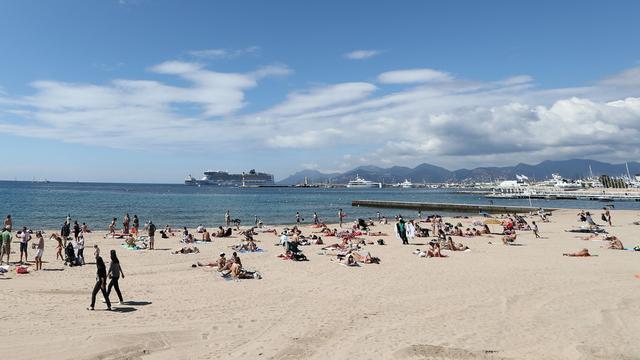 Franse kustplaats Cannes verbiedt boerkini op het strand