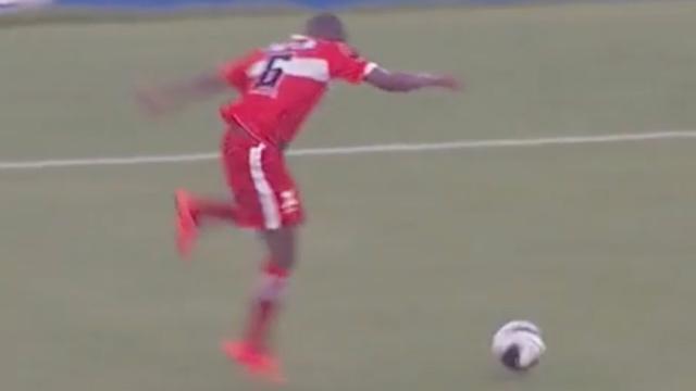 Speler Braziliaanse club struikelt over bal