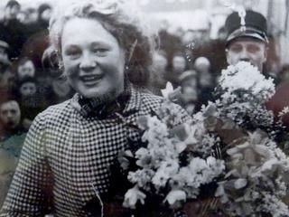 Wopkje Hutting-Kooistra kwam in 1941 en 1947 als eerste vrouw over finish