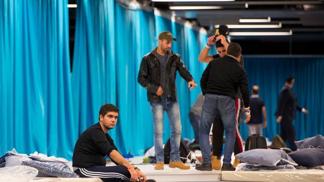 Opvanglocaties asielzoekers stromen verder leeg