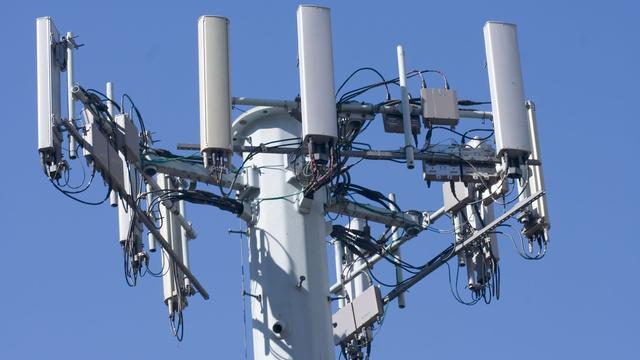 Mast in Stavenisse voor straalverbinding internet