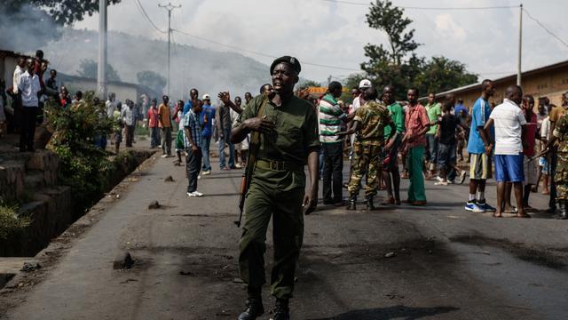 Vicepresident Burundi vlucht en roept president op te vertrekken