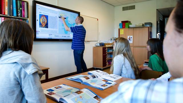 'Leerlingen middelbare scholen gaan vaker helpen met aannemen docenten'