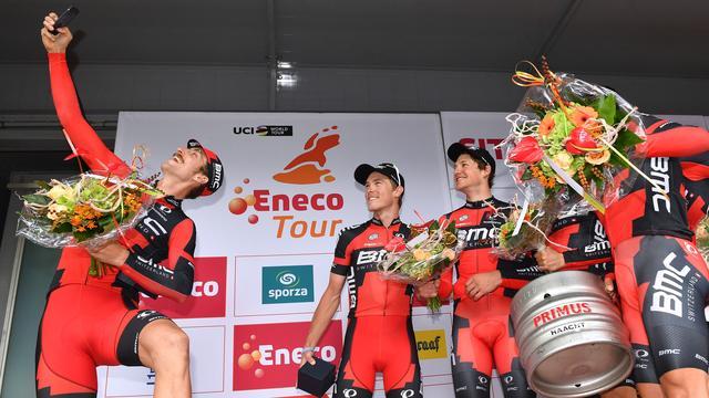 Dennis weer leider Eneco Tour door zege BMC in ploegentijdrit