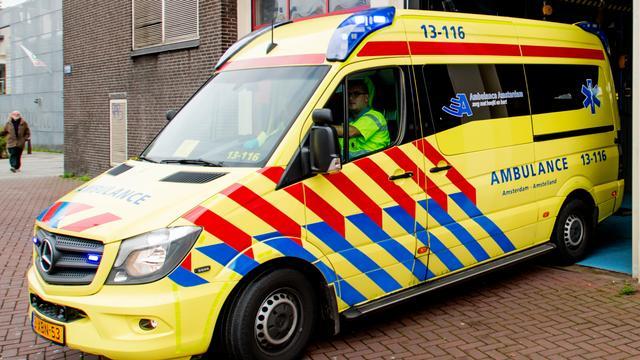 Twee doden bij aanrijding tussen bus en auto in Broek en Waterland