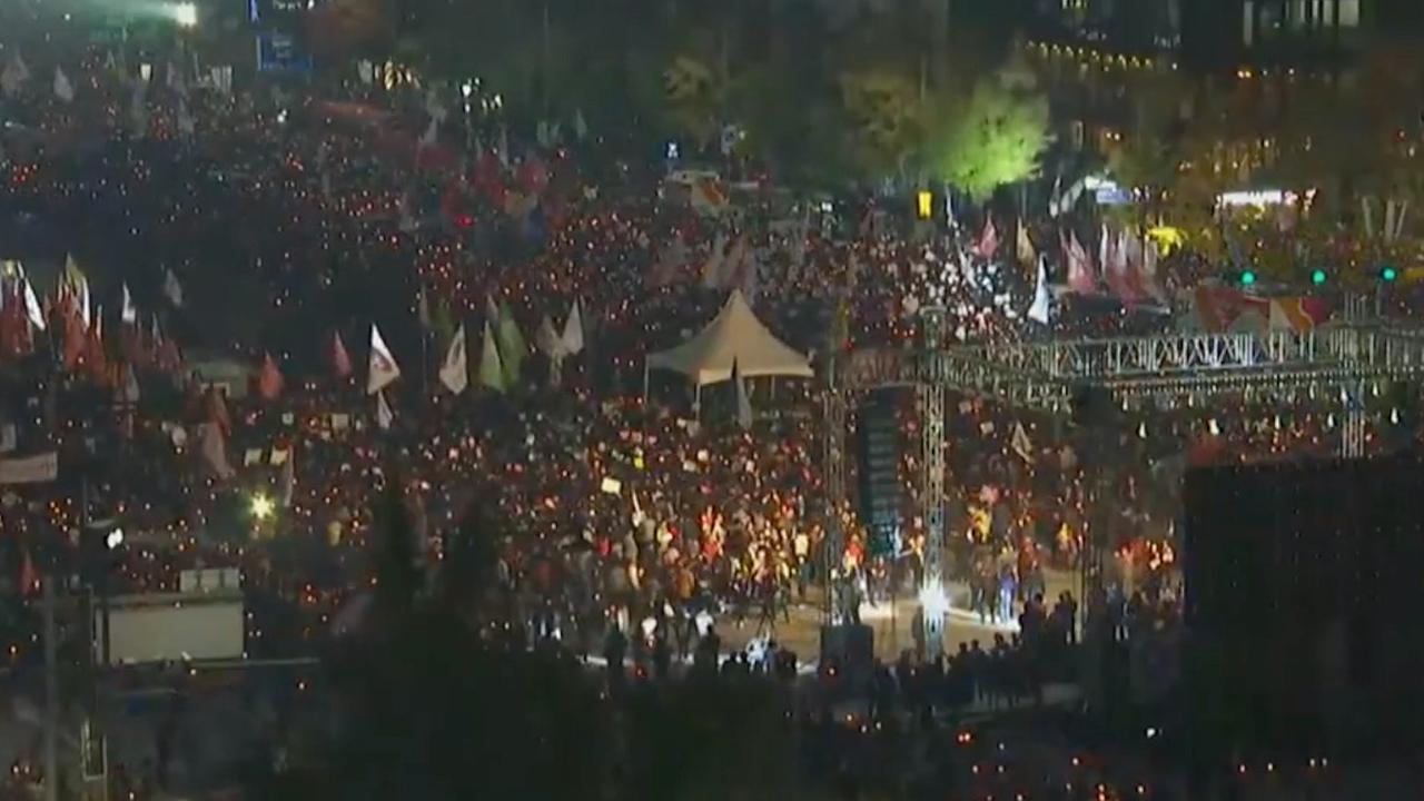 Tienduizenden betogers in Seoul eisen aftreden president
