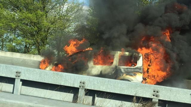 Brandende voertuigen op A50 en A44 veroorzaken vertraging