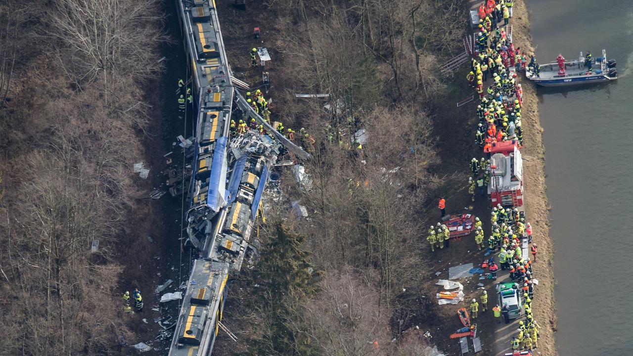Acht doden en veel gewonden bij treinbotsing Duitsland