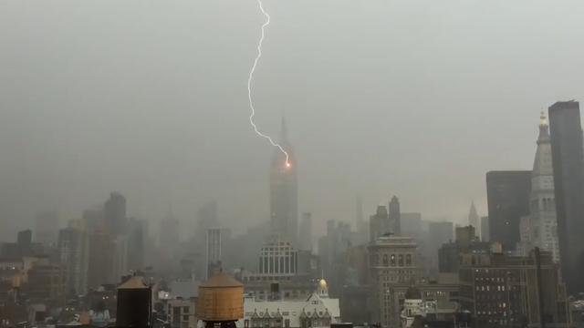 Bliksem slaat in Empire State Building