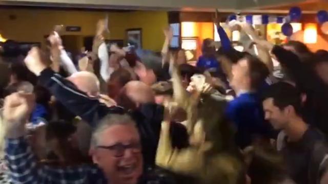 Spelers en fans Leicester City vieren kampioenschap