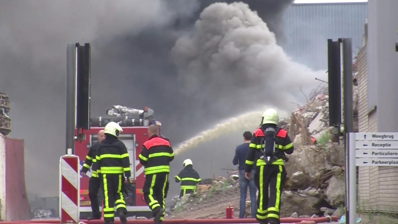 Zeer grote brand bij metaalbedrijf in Tilburg