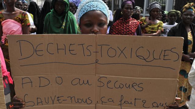 Massaclaim tegen grondstoffenbedrijf Trafigura om giflozing in Ivoorkust