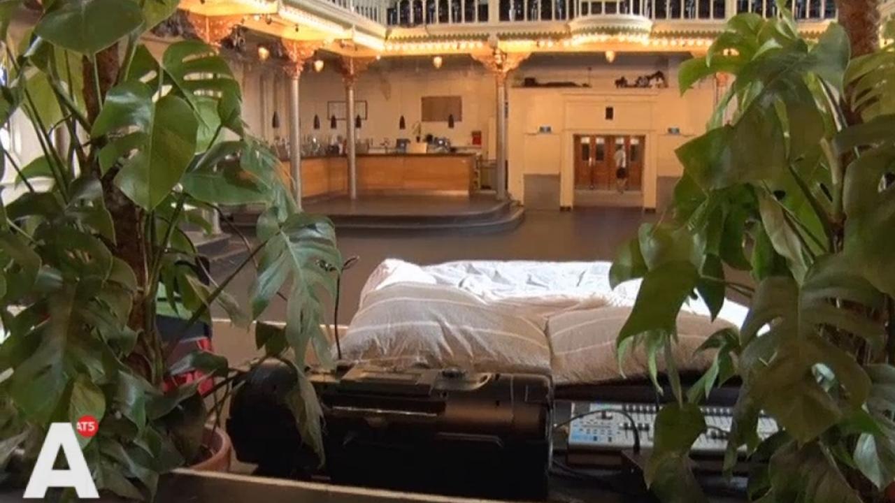 Eerste twee logees slapen in Paradiso