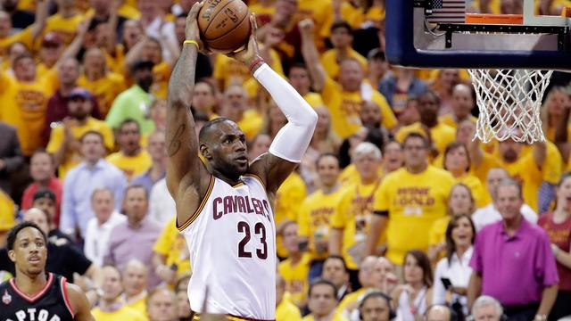 Ruime zege brengt Cavaliers op drempel van NBA-finale
