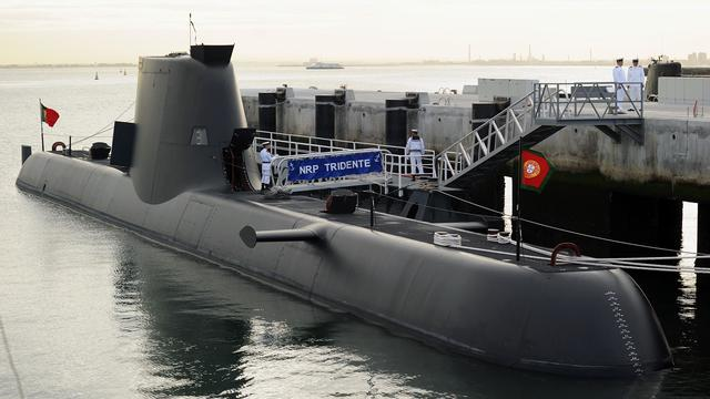 Franse vissersboot vangt Portugese onderzeeër