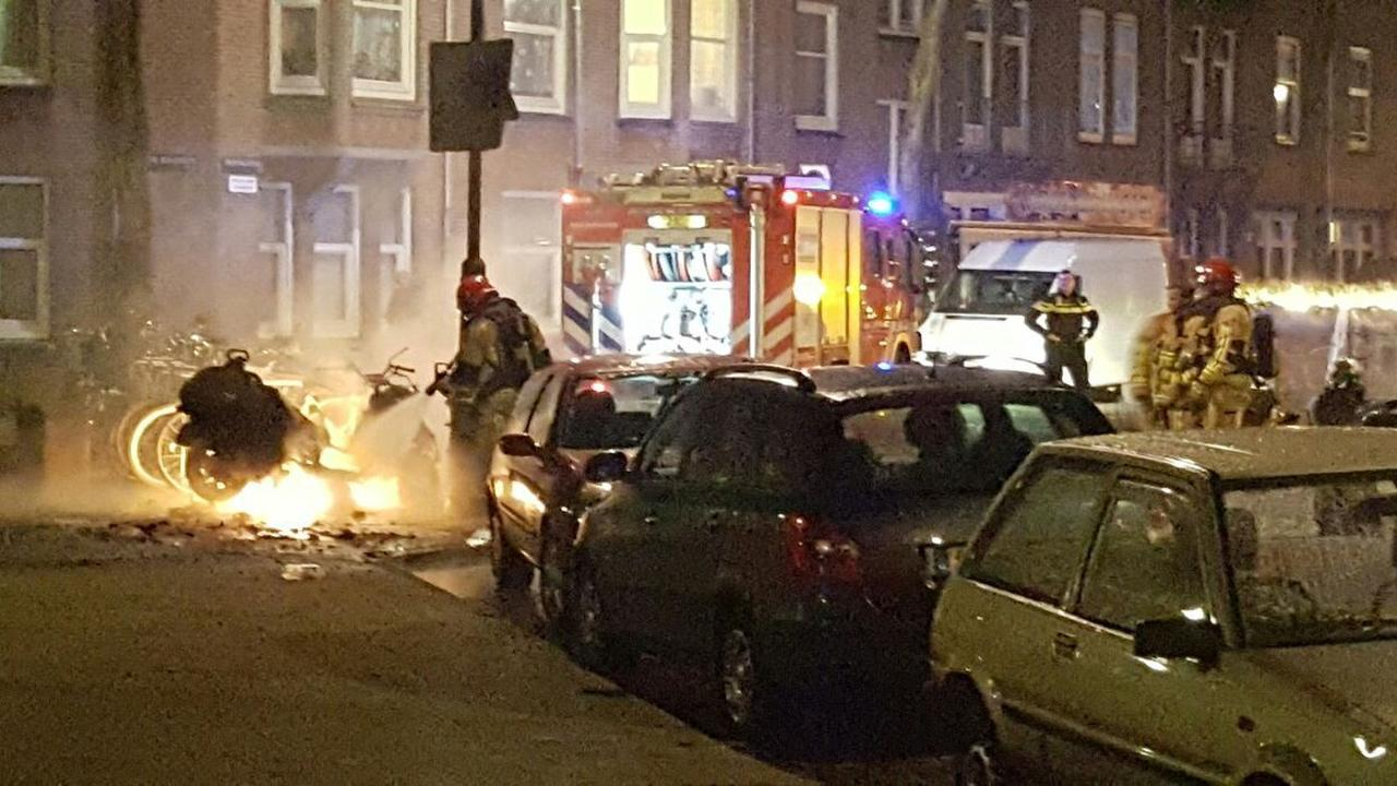 Felle scooterbrand in Oost