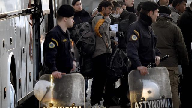 Eerste teruggestuurde vluchtelingen aangekomen in Turkije