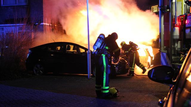 Meerdere auto's beschadigd door vuurwerkbom