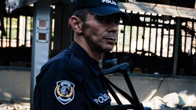 Zeker drie doden en veel gewonden na explosie bij politiebureau in Turkije