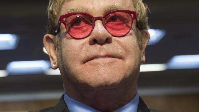 Elton John leeft als een 'middeleeuwse koning'
