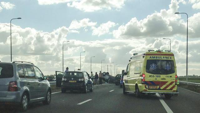 A9 bij Gaasperplas dicht na ongeluk met meerdere voertuigen