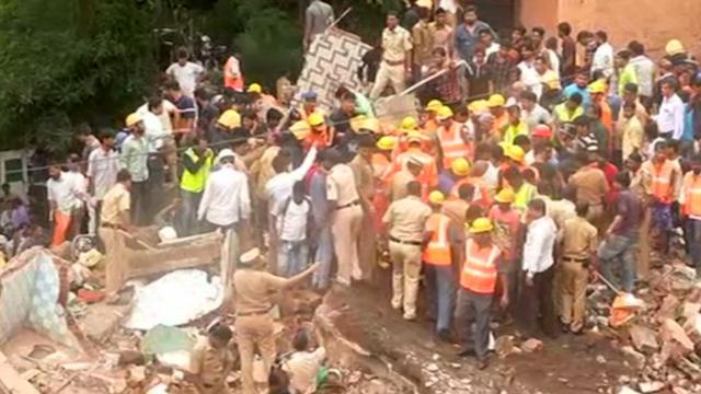 Hulpdiensten zoeken in chaos naar vermisten na instorten gebouw Mumbai