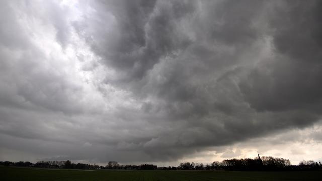 KNMI waarschuwt voor onweer en windstoten op dinsdag