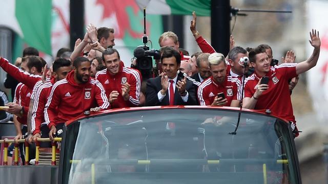 Fotoserie: EK-sensatie Wales krijgt heldenonthaal in Cardiff