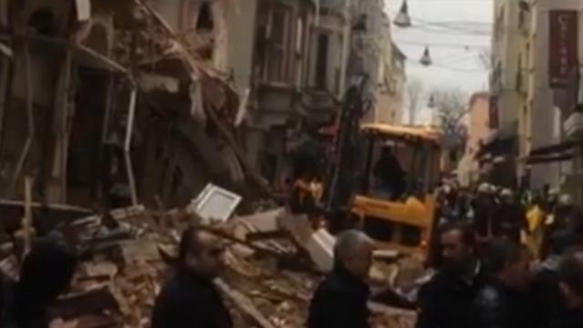 Gebouw van vijf etages ingestort in centrum Istanbul