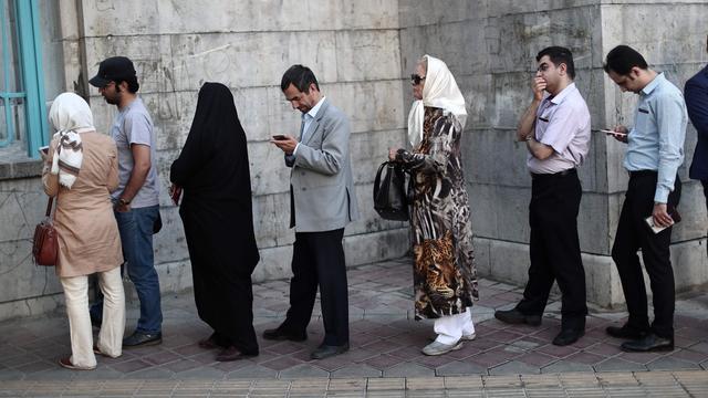 Lange rijen bij stembureaus Iran voor presidentsverkiezingen