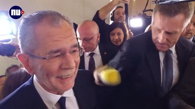 Van der Bellen overladen door pers na winst presidentschap Oostenrijk