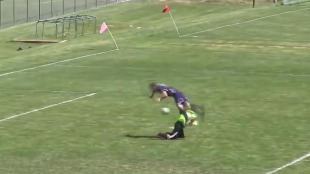 Amerikaanse amateurspeler scoort na salto, goal afgekeurd