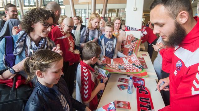 FC Utrecht op bezoek bij het Wilhelmina Kinderziekenhuis