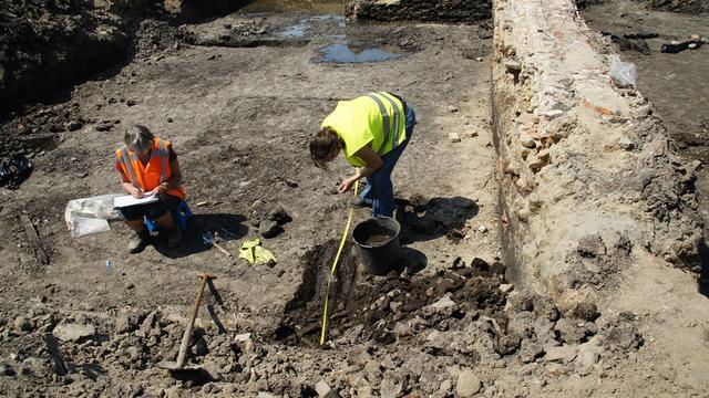 Archeologen doen onderzoek in grond aan Lage Zijde