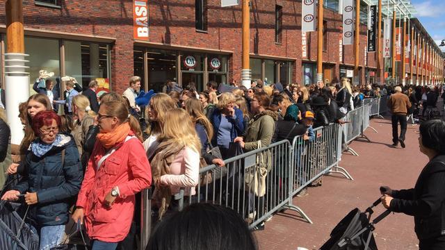 Dranghekken bij opening Primark Groningen