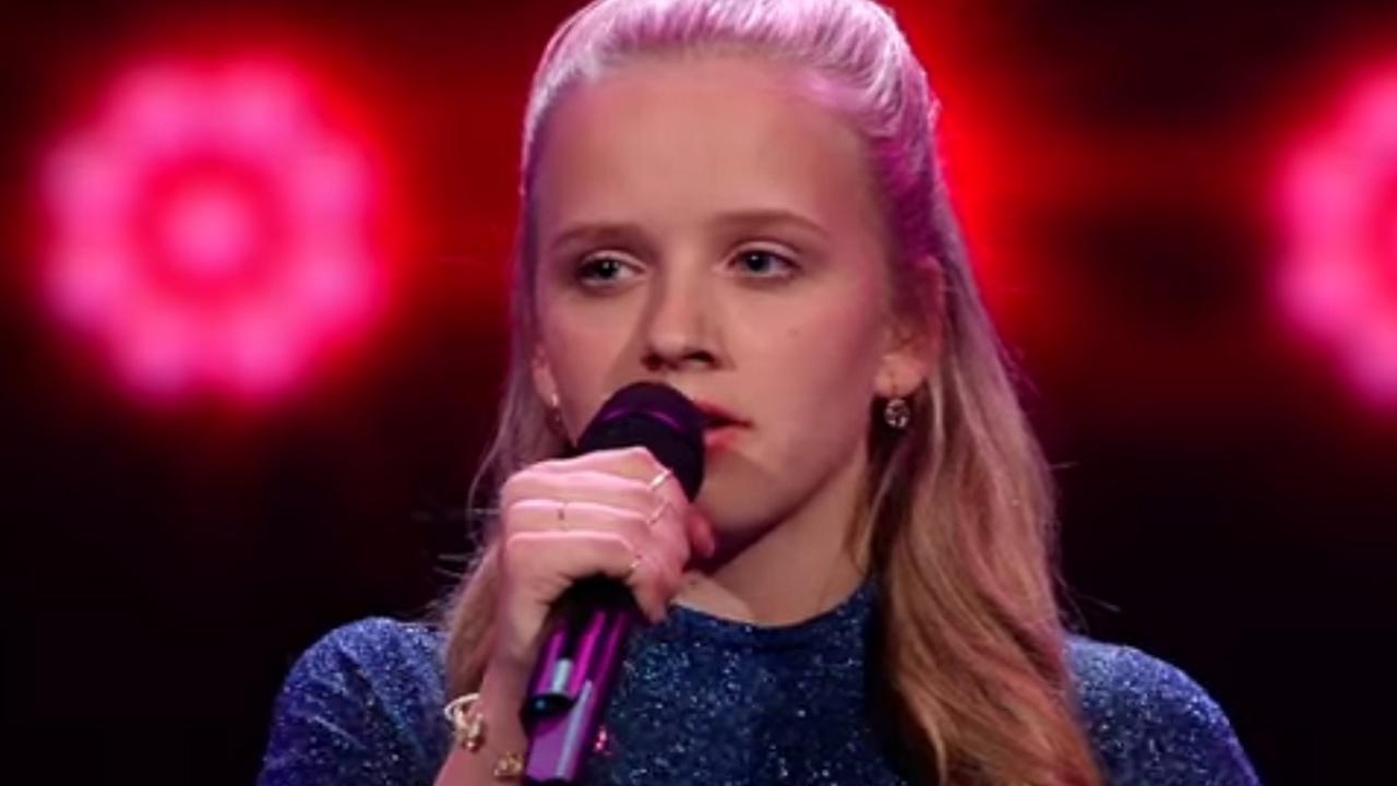Winnares Esmée zingt tijdens finale The Voice
