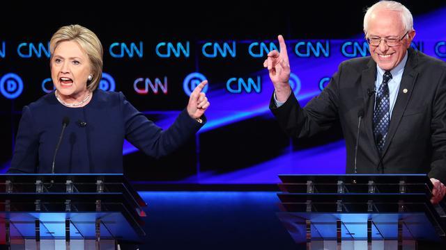 Clinton en Sanders vallen elkaar hard aan bij debat in New York