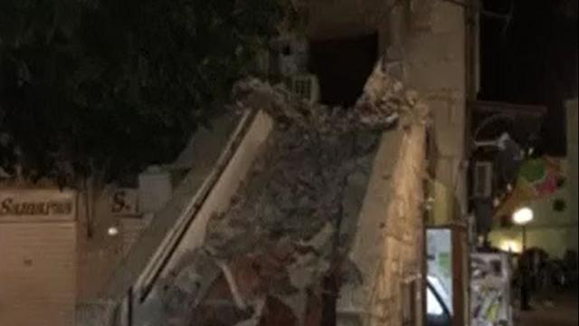 Amateurbeelden tonen overstromingen en schade Kos na aardbeving