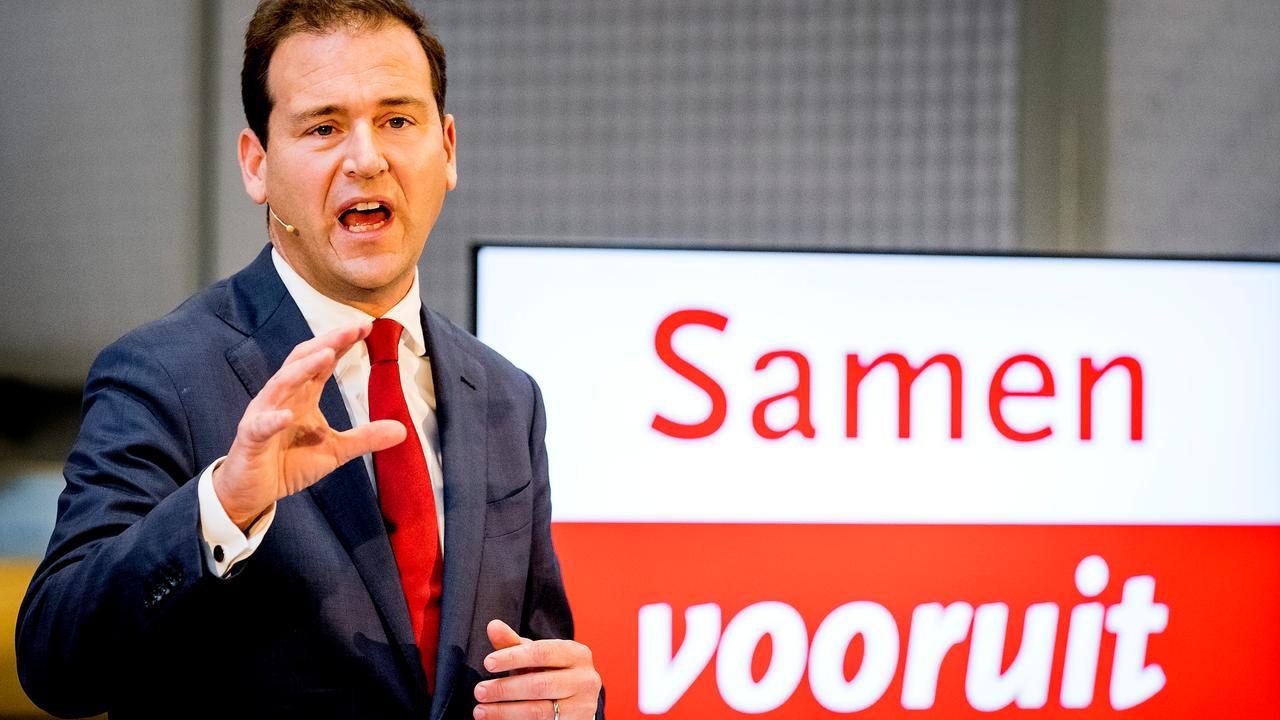 Asscher denkt dat PvdA-leden het oneens zijn met kritiek Monasch